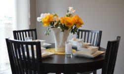 Dækket bord i lejlighed